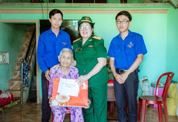 Hành trình về nguồn của AHLLVTND Nguyễn Vũ Minh Nguyệt